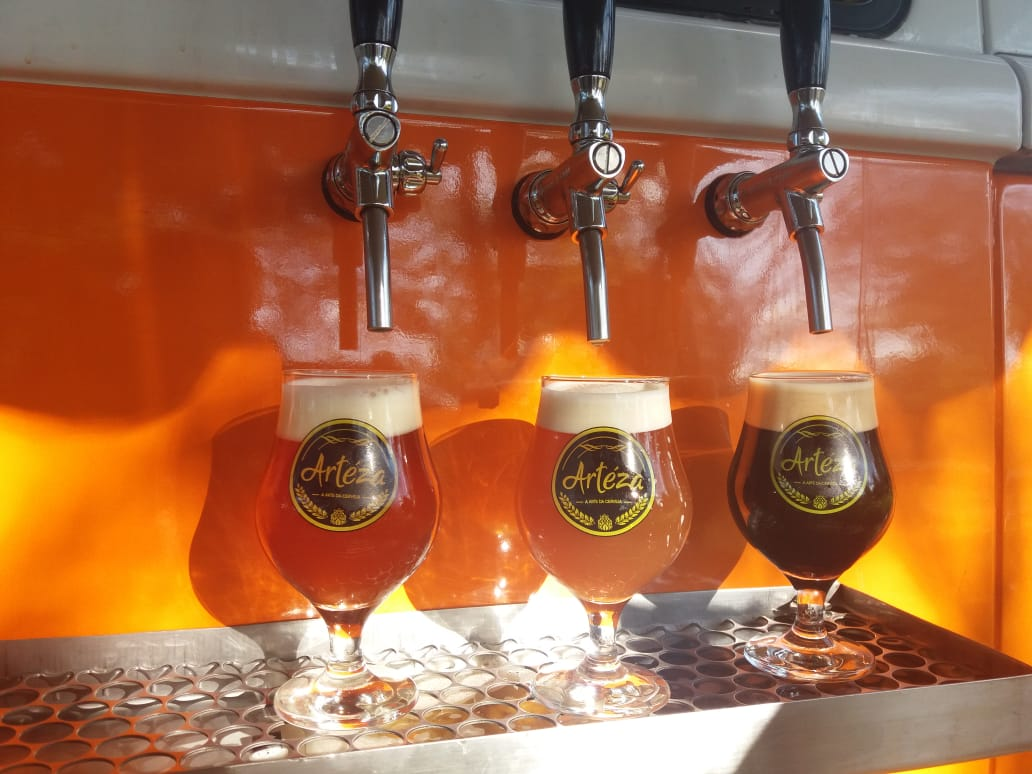 https://cervejaarteza.com.br/wp-content/uploads/2019/10/tacas-kombi-cerveja-arteza.jpeg